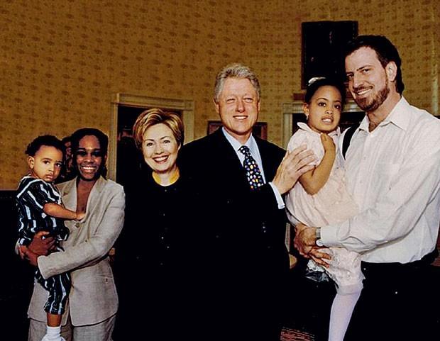 A família comos Clinton, em 1999 (Foto: Andrew Burton (Getty Images))