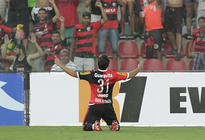 Douglas Baggio se emociona ao marcar o primeiro gol pelos profissionais (Foto: Gilvan de Souza / Flamengo)