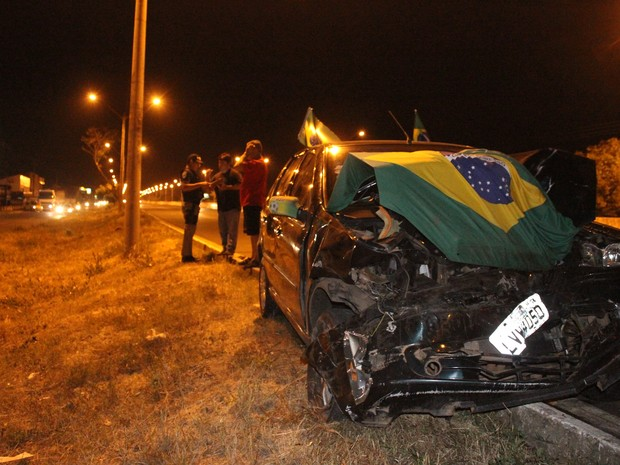 Motorista colidiu na traseira de veículo que estava parado na rodovia  (Foto  Patrícia Andrade 01c236aafab07