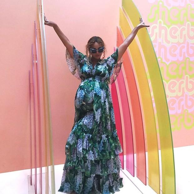Beyoncé usa look Dolce & Gabbana (Foto: Reprodução/Instagram)