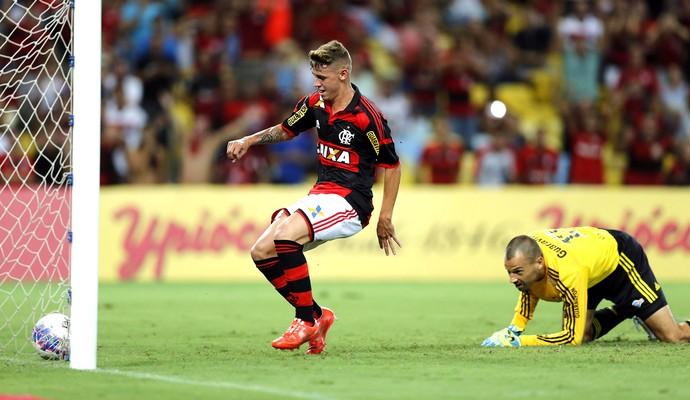 Matheus Savio e Diego Cavalieri, Flamengo X Fluminense (Foto: Alexandre Cassiano / Agência O globo)