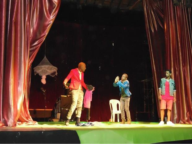Companhia de teatro Ekukui, de Angola, na África (Foto: Divulgação/ Companhia Ekukui)