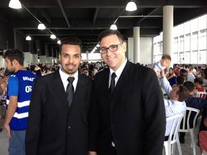 Amer e Tom aproveitaram a cerimônia para oficializar a união (Foto: Daiane Baú/G1)