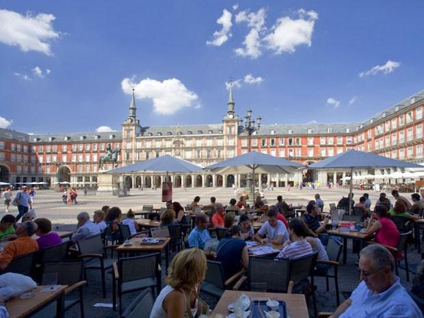 Turistas na Plaza Mayor, em Madri (Foto: Calle Montes /Photononstop/AFP)