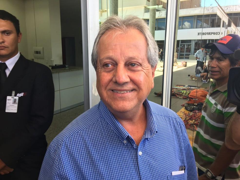 O ex-presidente da Funai Antônio da Costa em entrevista coletiva em frente à sede da Funai, em Brasília (Foto: Gustavo Garcia, G1)