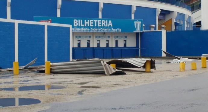 Ressacada estragos vento (Foto: Divulgação/Avaí FC)