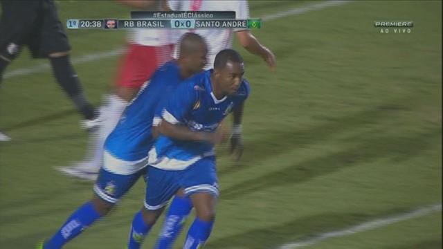 888e8bd48e  p  Paulinho al ccedil a bola na segunda trave e encontra Leonardo. O