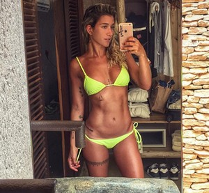 Gabriela Pugliesi mostra a boa forma em selfie (Foto: Arquivo Pessoal)