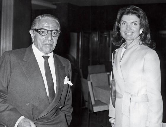 Aristóteles Onassis, avô de Athina, e a segunda mulher, Jackie Kennedy  (Foto: EFE)