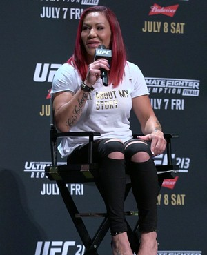 Cris Cyborg, painel Mulheres do UFC, INternational Fight Week (Foto: Adriano Albuquerque)