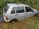 Carro é encontrado sem rodas e abandonado em matagal em Jaru, RO