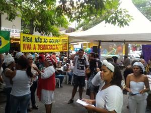 Em Campina Grande, mulheres se reuniram no Calçadão do Centro da cidade. (Foto: Danilo Alves / TV Paraíba)