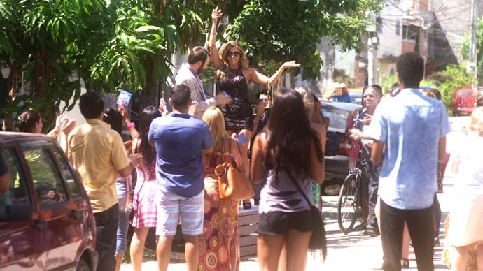 Luciane salva discurso de Hércules e é aplaudida por eleitores (Foto: TV Globo)