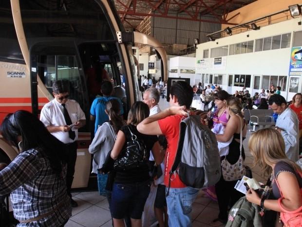 Procon Goiás afirma que preço da passagem de ônibus para alguns lugares é mais caro do que ir de viajar (Foto: Diomício Gomes/O Popular)