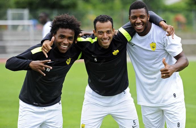 Willian, João Carlos e Jucilei Anzhi (Foto: Reprodução / Site Oficial)