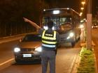 PM faz abordagem a ônibus na Grande Vitória e revista passageiros