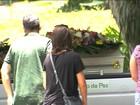 Mãe e filho mortos em naufrágio em Cananéia são enterrados em SP