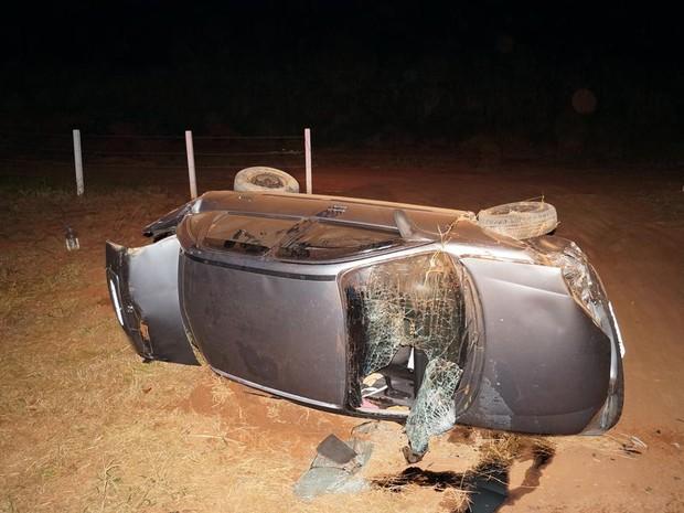 Carro capotou depois que motorista perdeu o controle da direção em São Carlos (Foto: Marcelo Carboni/Arquivo Pessoal)
