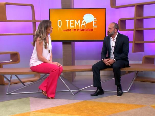Mariana Ferrão conversa com o advogado especializo em condomínios Márcio Rachkorsky (Foto: Globo)
