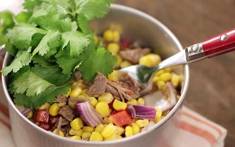 Salada mexicana com músculo