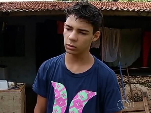 Com dois cistos na cabeça, José Antônio luta por consulta com neurologista, em Goiás  (Foto: Reprodução/TV Anhanguera)