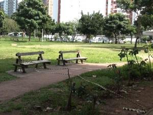 Homem morre fazendo atividade física em praça no Itaigara (Foto: Gabriel Gonçalves / G1)