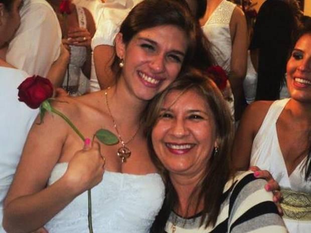 Camila e a mãe, Maria de Nazaré, mantém uma relação próxima, mesmo que morem em cidades diferentes (Foto: Camila Fares/Arquivo Pessoal)