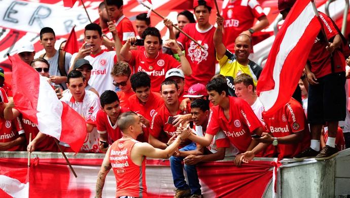Inter treino torcida Beira-Rio D'Alessandro (Foto: RIcardo Duarte / Internacional/ Divulgação)