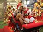 Valesca Popozuda entra em clima natalino e tira foto com Papai Noel