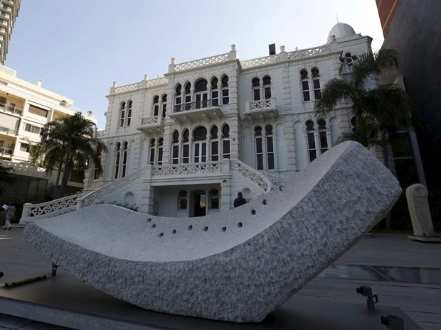 Vista da fachada do Museu Sursok, em Beirute, na sexta (9) (Foto: Reuters/Jamal Saidi)