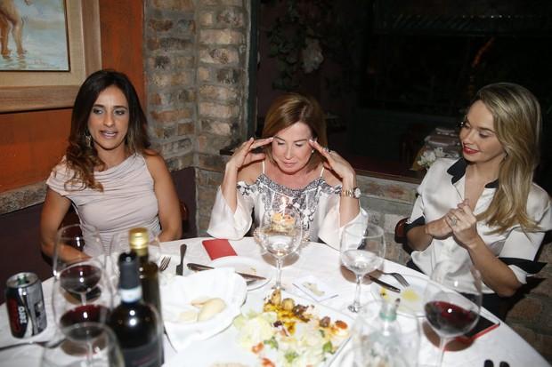 Zilu Godoi comemmora aniversário em restaurante na Zona Oeste do Rio (Foto: Ag. News)
