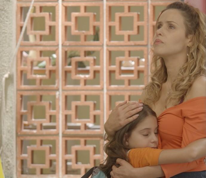Dayse acaba consolando Gilda (Foto: TV Globo)