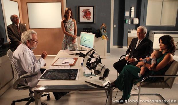 Lutero avisa que César está com diabetes (Foto: Carol Caminha/TV Globo)