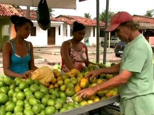 Feiras agrarias movimentam comunidades por onde passam (Foto: Reprodução/TV Gazeta)