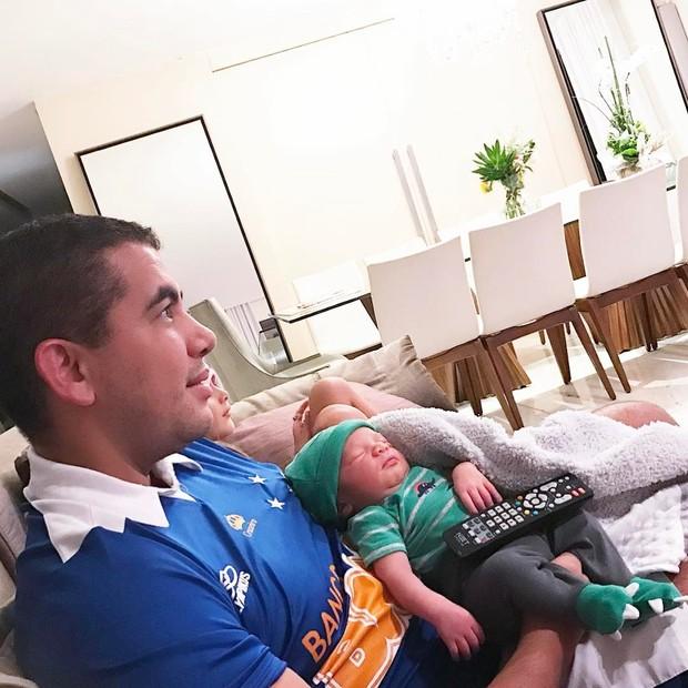 Letícia Santiago com o marido Miguel e o filho (Foto: Reprodução/Instagram)