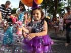 Crianças tomam as ruas do Bairro do Recife no domingo de carnaval