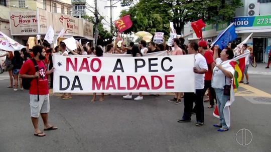 Estudantes do IFF e UFF de Campos fazem manifestação contra a PEC 241