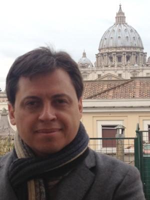 O jornalista Gerson Camarotti, durante cobertura do conclave de março, em Roma (Foto: Arquivo pessoal)