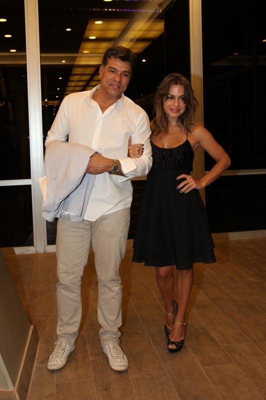 Mauricio Mattar e a namorada  (Foto: Claudio Andrade/PhotoRioNews)