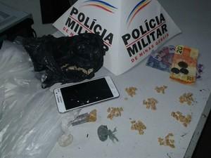 Parte do material encontrado com suspeitos detidos (Foto: Polícia Militar/Divulgação)
