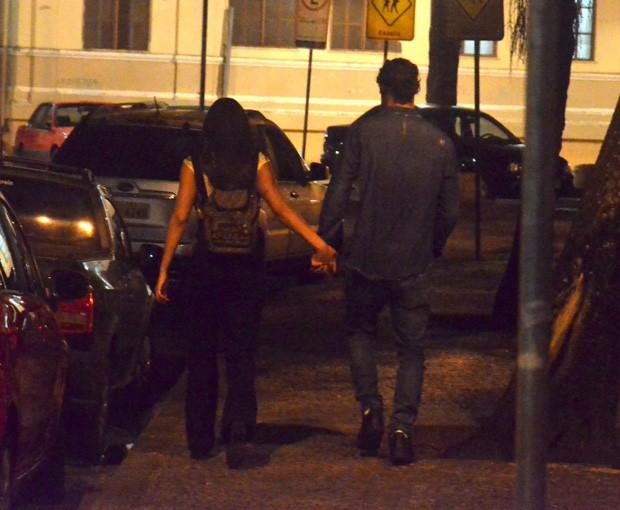 O casal Pablo Morais e Letícia Almeida com amigos (Foto: AgNews)