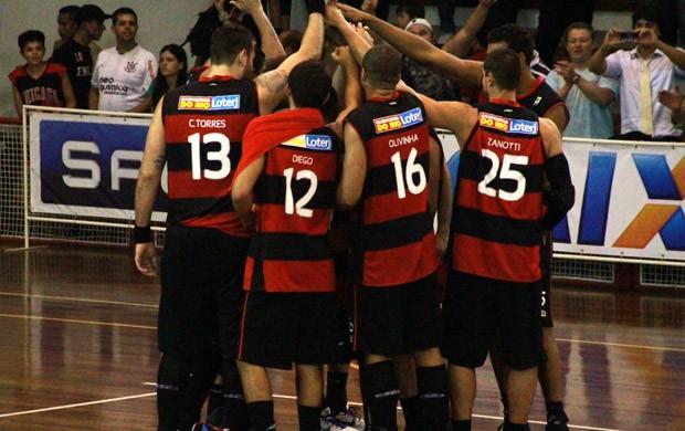 Basquete NBB - Flamengo comemora vitória sobre Paulistano (Foto: Thiago Lavinas)