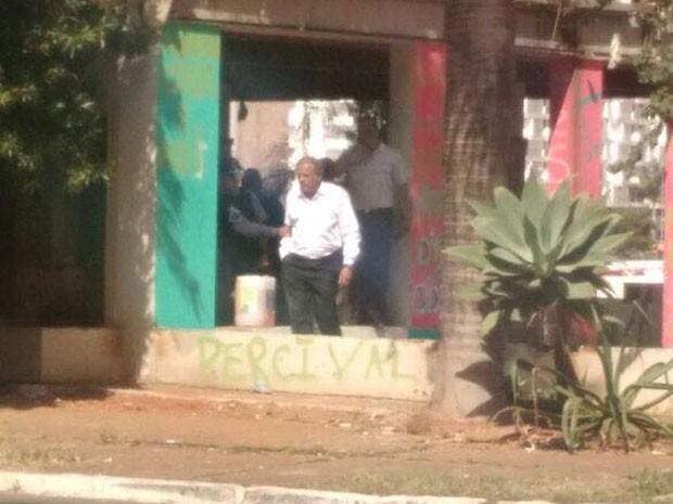 O ex-deputado José Edmar, que foi preso em Brasília depois de tentar doar alimentos a grupo que resiste à desocupação de hotel abandonado (Foto: Corpo de Bombeiros DF/Divulgação)