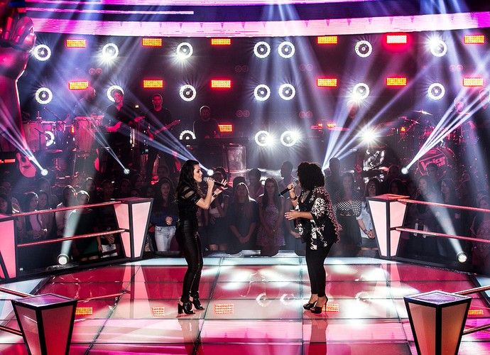 "Allice e Joelma interpretam ""Chandelier"" no The Voice Brasil (Foto: Isabella Pinheiro/Gshow)"