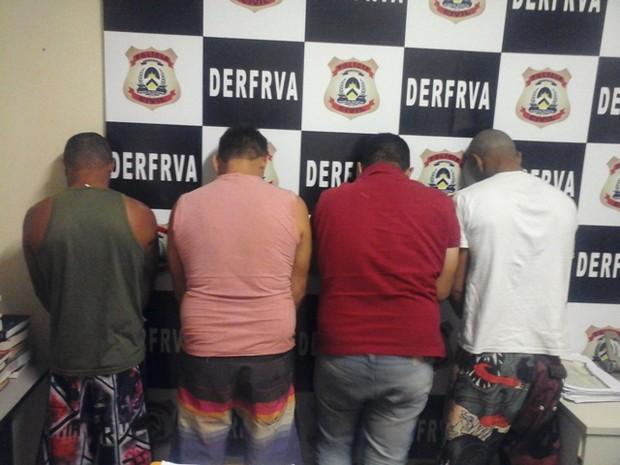 Quatro pessoas foram presas e cinco carros apreendidos. (Foto: Divulgação/PM-TO)