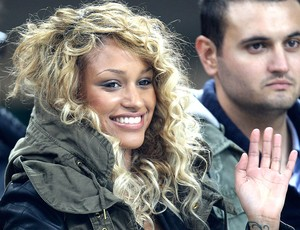 Fanny Neguesha namorada de Balotelli assiste a partida do Milan (Foto: AP)
