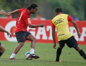 Ronaldinho Gaucho treino Flamengo (Foto: Vipcomm)