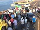 Manifestantes fecham rodovia durante protesto em Ilha Solteira