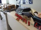 Casal é preso no CE com gasolina, maconha e adesivos de facção