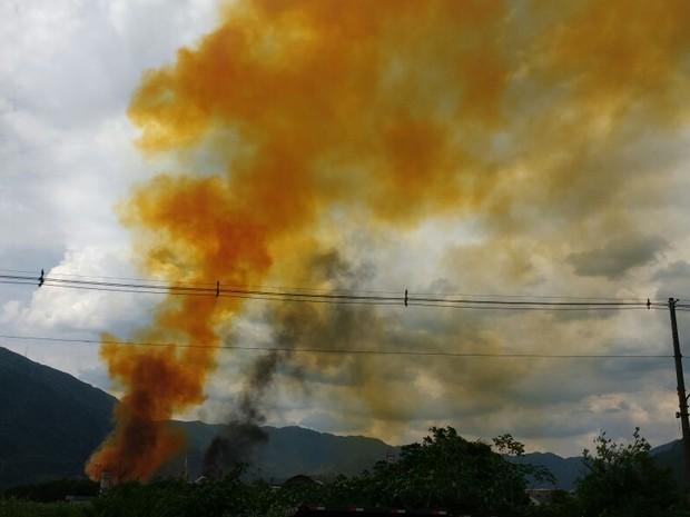 Fumaça alaranjada tomou conta do céu (Foto: Alfredo Netto)